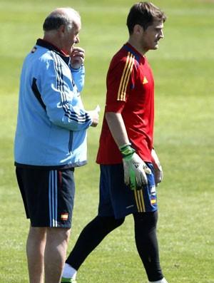 Casillas e Del Bosque no treino da Espanha (Foto: Agência EFE)