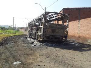 Ônibus da empresa Piracicaba, do transporte público de Piracicaba, não tem previsão de retirada (Foto: Fernanda Zanetti/G1)
