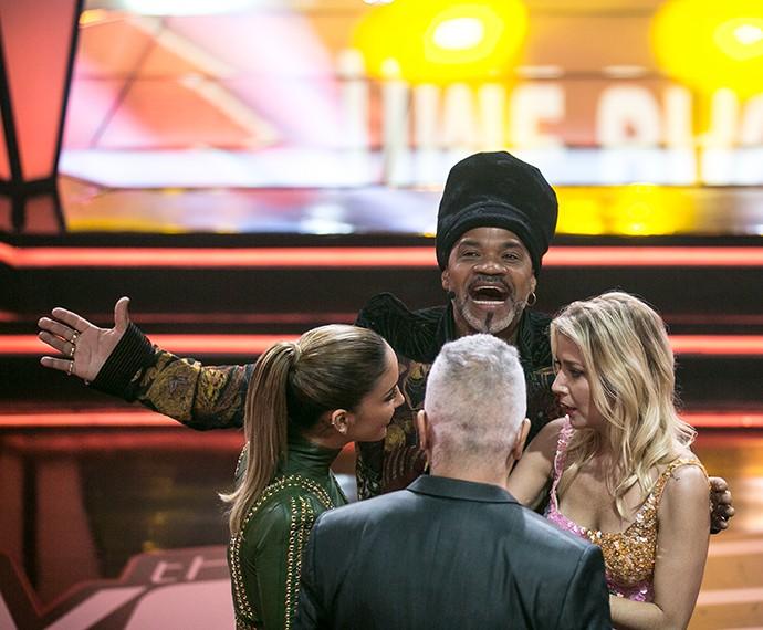 O ti ti ti rola solto entre Claudinha, Lulu e Luiza, e Brown... Brown provavelmente estava trocando energia com a plateia como ele adora fazer! (Foto: Isabella Pinheiro / Gshow)
