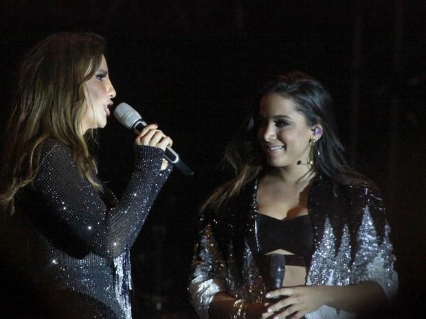 Ivete Sangalo e Anitta cantam em show no Rio (Foto: Isac Luz/ EGO)