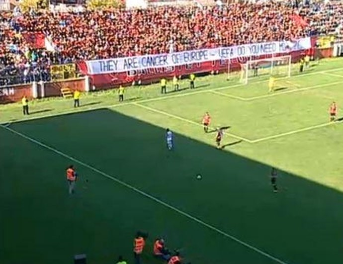 albania protesto jogo (Foto: Reprodução)