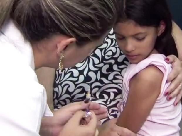 Campanha de vacinação nos hospitais públicos começa apenas em 30 de abril (Foto: Reprodução/TV Tribuna)