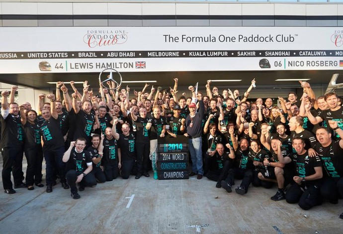 Mercedes comemora conquista antecipada do primeiro título de Construtores da escuderia alemã (Foto: Divulgação)