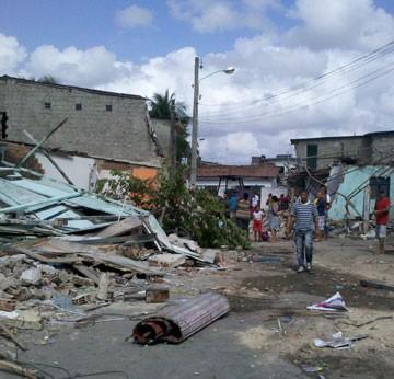 Demolição de casas no Pina (Foto: Wanessa Andrade / TV Globo)