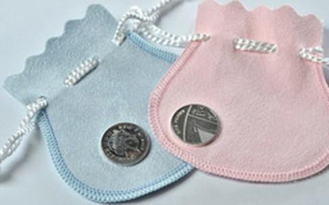 Bebê real: crianças que nascerem no mesmo dia ganharão moeda de prata