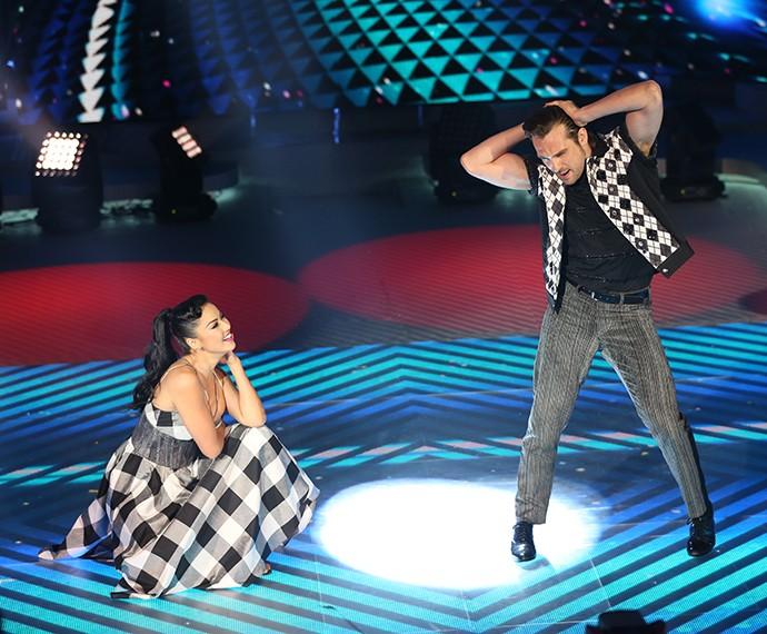 Muito charme! Igor Rickli dança rock no 'Dança' (Foto: Carol Caminha/Gshow)