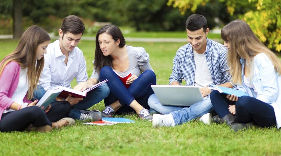 Jovens da graduação podem participar de competição promovida pelo Sebrae (Foto: Thinkstock)