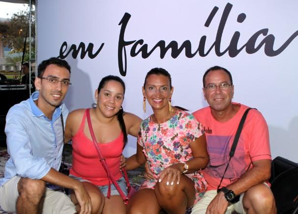 Blumenauenses puderam tirar fotos, participar de brincadeiras e curtir apresentações artísticas (Foto: Pedro Waldrich/Divulgação)