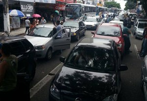 Trânsito ficou mais lento em Cidade Alta durante a manifestação dos militares (Foto: Thyago Macedo)