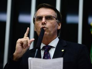 16/04 - O deputado Jair Bolsonaro (PSC/RJ) discursa durante sessão de discussão do processo de impeachment da presidente Dilma Rousseff no plenário da Câmara, em Brasília (Foto: Gustavo Lima/Câmara dos Deputados)
