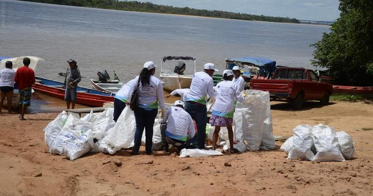 Mais de uma tonelada de lixo é retirada do Rio Branco, em Roraima