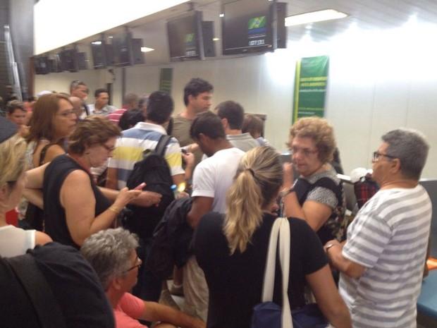 Atraso de voo das linhas áreas Gol causa tumulto de passageiros no aeroporto de Ilhéus na manhã desta terça-feira (28) (Foto: Fabiano Ferreira/Divulgação)