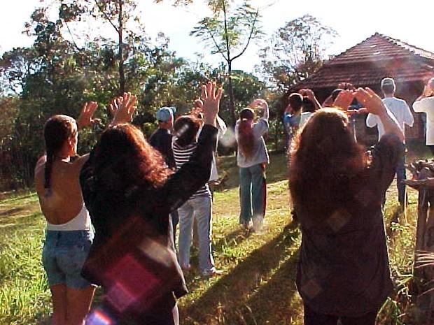 Comunidade mística se reúne para meditar novos tempos em São Tomé das Letras. (Foto: Arquivo Pessoal)