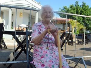 Mulher de 104 anos realiza sonho de voar de avião - Piracicaba (Foto: Thomaz Fernandes/G1)