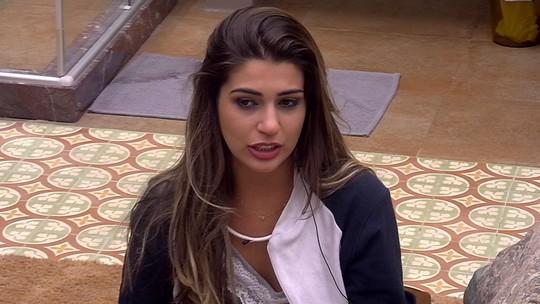 Vivian fala que trocou de cama com Marcos e Emilly mas reclama: 'Já estava tudo organizado'