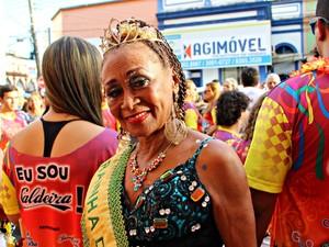 Diva do bloco do Caldeira há três anos, Celestina Maria tem 75 anos  (Foto: Ive Rylo/ G1 AM)