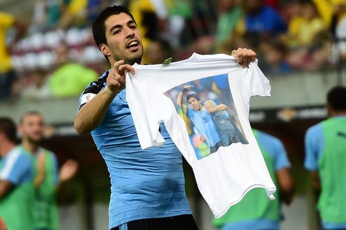 Luis Suarez Walter Ferreira Uruguai Brasil (Foto: AFP)
