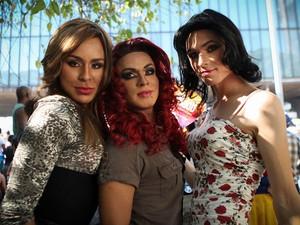 As drags Natany, 21 anos, Natasha, 23, e Alicia, 22: cotidiano de ofensas na escola e no trabalho (Foto: Caio Kenji/G1)