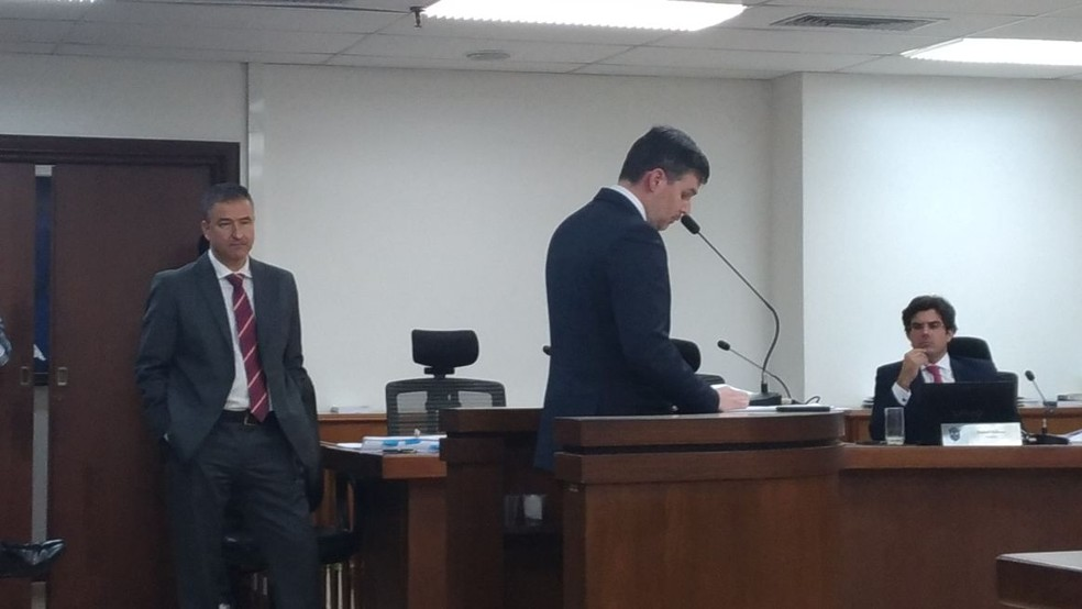Advogado Gustavo Juchem faz a defesa do Inter  (Foto: Vicente Seda)
