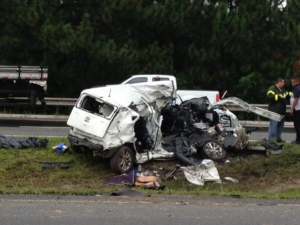 carro destruído ayrton senna mogi das cruzes (Foto: Jenifer Carpani/G1)