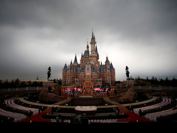 Construção do resort Disney em Xangai exigiu a realocação de milhares de famílias (Foto: Aly Song/Reuters)