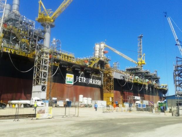 P-58 é a quarta plataforma de petróleo construída no Rio Grande do Sul (Foto: Maurício Gasparetto/RBSTV)