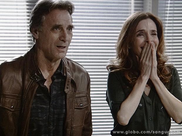 Irene fica emocionada com a confirmação do resultado (Foto: Sangue Bom / TV Globo)