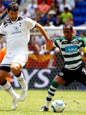 Vedran Corluka e Liedson,  Sporting x Tottenham (Foto: AFP)
