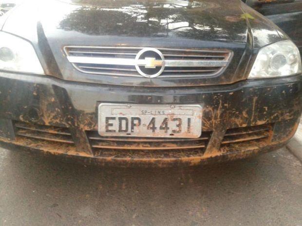 Veículo das vítimas foi levado e abandona a 30 km do local do assalto  (Foto: Divulgação/ Polícia Militar)