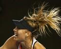 Baixinha dá trabalho, mas Sharapova reage e vai às oitavas na Austrália