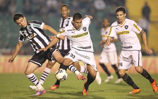 Pablo e Edilson, Figueirense X botafogo (Foto: Getty Images)