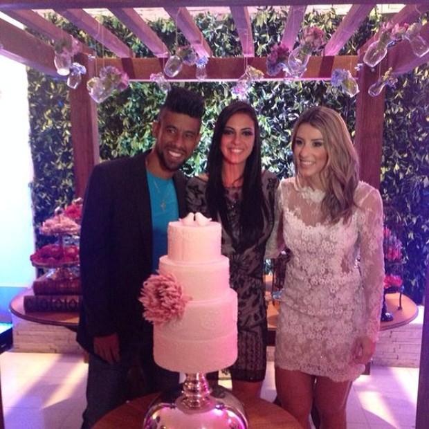 Léo Moura e Camila Silva com Dany Cavalieri em festa de casamento no Rio (Foto: Instagram/ Reprodução)