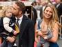 Blake Lively leva filhas em homenagem a Ryan Reynolds