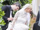 Ops! Nicky Hilton mostra demais durante casamento com milionário
