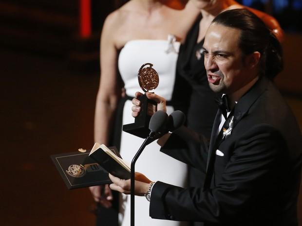 Lin-Manuel Miranda durante discurso de premiação nos Tony Awards (Foto: Lucas Jackson/Reuters)