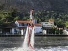 Jesus Luz pratica Flyboard no Rio: 'O nosso futuro é voar'