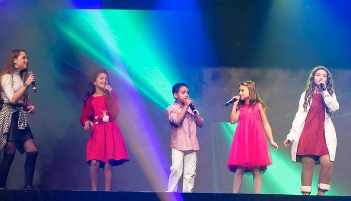 Rafa dividiu o palco com os amigos Carol Passos, Kaliny Rodrigues, Igor Silveira e Pérola Crepaldi (Foto: Eduardo Alexandre/CWB)
