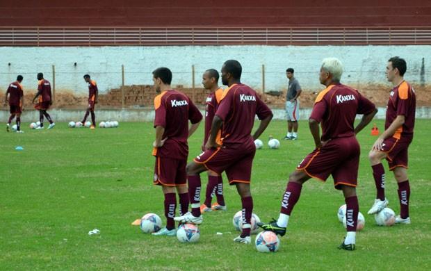 Após vitória em Santa Catarina, jogadores do Boa Esporte seguiram viagem para Natal (Foto: Tiago Campos)