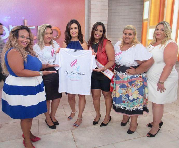 Convidadas do programa com a apresentadora  (Foto: Monique Arruda/Gshow)