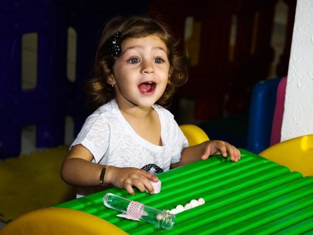 Maria Sophia, filha do cantor Pedro Leonardo, em festa em Goiânia (Foto: Manuela Scarpa/ Foto Rio News)