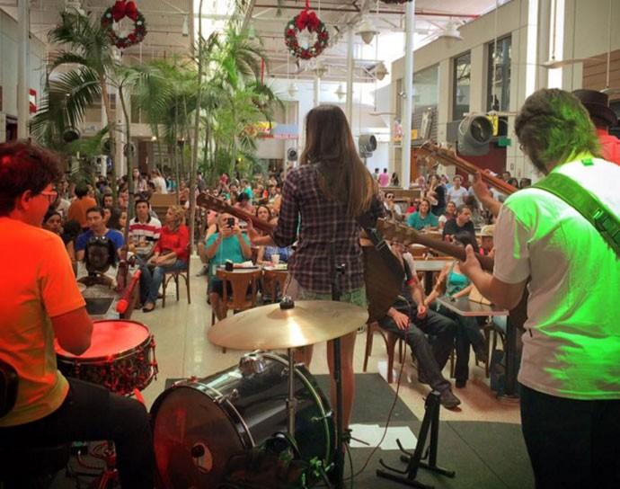 Pocket show em Uberaba aconteceu no dia 26 de dezembro (Foto: Ana Gabriela Faria )