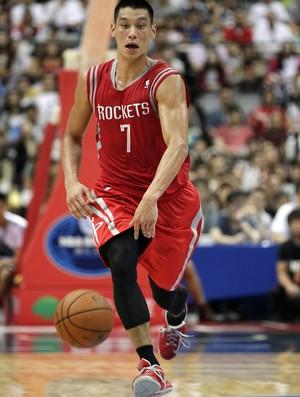 Filho de taiwaneses, Jeremy Lin foi o grande destaque da partida (Foto: Reuters)
