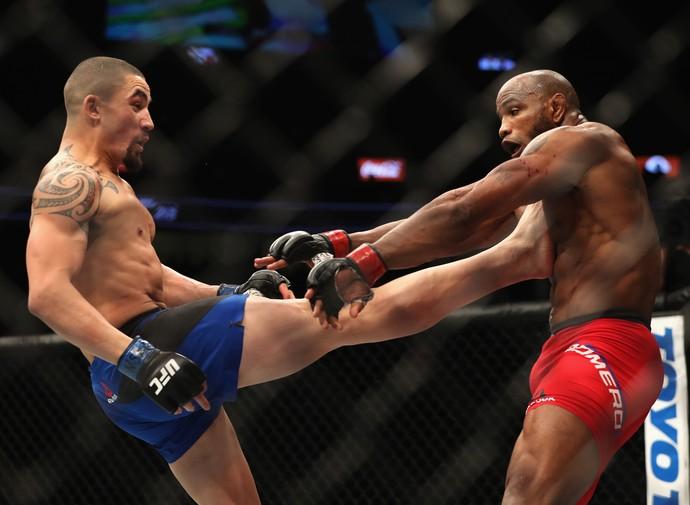 Robert Whittaker vence Yoel Romero por pontos (Foto: Getty Images)