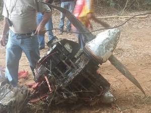 [Brasil] Aeronave é retirada do fundo do rio Doce em Governador Valadares 12171457_10205404170364531_850289244_o