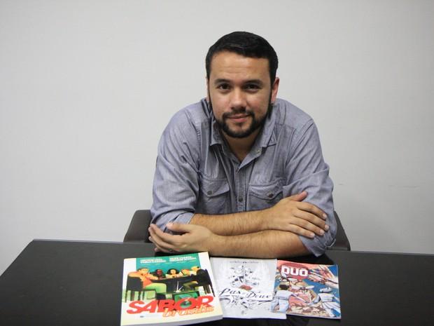 Roteirista alagoano premiado, Pablo Casado, afirma que não dá para sobreviver de produção de HQs (Foto: Gilberto Farias/Jornal Gazeta de Alagoas)