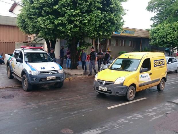 Ladrões fazem reféns e são presos ao tentar roubar agência dos Correios (Foto: Marcos Silva/Visão Notícias)