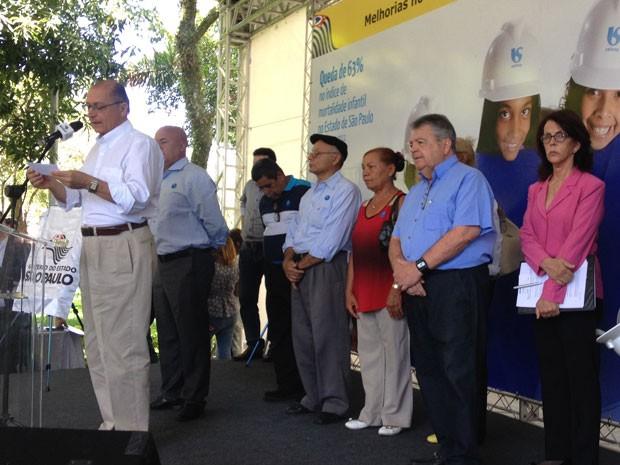 Governador Geraldo Alckmin, secretário de Saneamento e Recursos Hídricos Mauro Arce e Dilma Pena, presidente da Sabesp (Foto: Olivia Florência/ G1)
