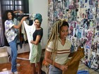 Sem emprego na crise, amigas criam brechó com inspiração hip hop
