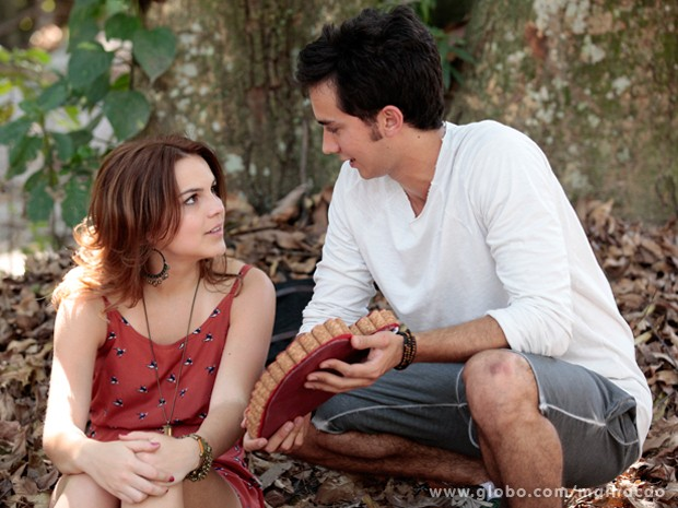 Ben surpreende Anita com coração que ela fez (Foto: Malhação / TV Globo)