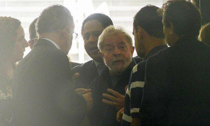 O ex-presidente Lula foi levado pela Polícia Federal ao Aeroporto de Congonhas para prestar seu depoimento (Foto: Marcos Bizzotto / Raw Image)